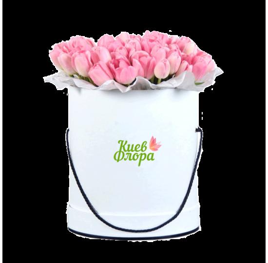 25 розовых тюльпанов в шляпной коробке