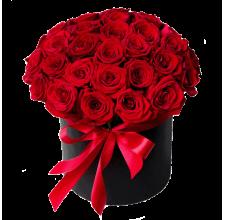 25 красных роз Гран При в шляпной коробке